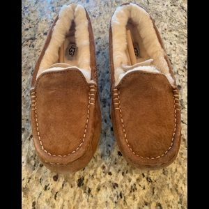 Woman's Ugg Ansley Slipper size 6